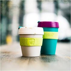 """""""Günaydın Basit, renkli bir kahve bardağı görünüşte. Esasında, hem kullanana hem bizim gibi işletmelere bir tasarruf aracı. Keep Cup ile aldığınız…"""""""
