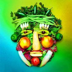 cara hecha con fruta y verdura para ilustrar una dieta personalizada