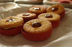 Biscotti fatti in bottega con cuore di marmellata d'albicocche