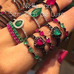 Os novos anéis da @neffertarisemijoias estão de tirar o fôlego 😰😰😍😍😍 Entre em contato conosco pelos nossos Whatts ... 📱19 99667-8084 ou 19 99704-8094.! #ring #anel #ringlovers #prata925 #joiasdeluxo #perfeitos #maravilhosos #topissimo #crystal #zirconia #rubi #esmeralda #jewellery #neffertarisemijoias #style #fashion #everyday #musthave #atacado #acessorios