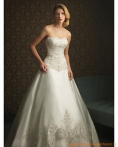 2013 Schöne Brautmode aus Satin Herzförmiger Ausschnitt verziertes Korsett und Rock mit langer Schleppe