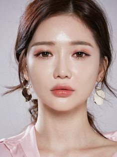 Makeup korean makeup look, korean makeup, beauty makeup. Korean Makeup Look, Asian Makeup, Korea Makeup, Korean Beauty, Make Up Looks, Beauty Make-up, Beauty Hacks, Beauty Tips, Beauty Products