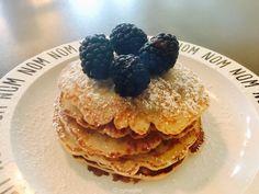 Bevor das Wochenende so richtig startet, wollte ich noch schnell das Rezept für die Pancakes ohne Ei und Milch mit euch teilen. Die habe ich...