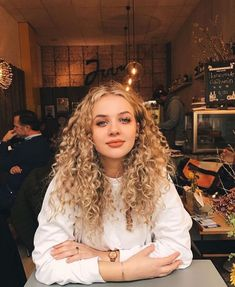 Short Natural Curly Hair, Curly Hair Care, Curly Hair Styles, Natural Hair Styles, Curly Girl, Long Curly Blonde Hair, Babies With Curly Hair, Blonde Curly Hairstyles, Perms For Long Hair