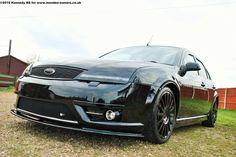 Black Ford Mondeo ST mk3 in dark version