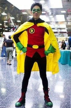 DIY Batman Robin: Damien Wayne costume DIY Halloween omg this kinda look like Gaston/Robin mashup Batman And Robin Cartoon, Batman And Robin Movie, Batman And Robin Costumes, Robin Superhero, Funny Batman, Robin Cosplay, Cosplay Diy, Family Costumes, Carnival