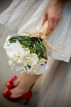 Stéphanotis + autre fleur et rafia pour tenir le tout