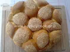 EASTER BREAD WITH BUTTER Cantaloupe, Breads, Butter, Fruit, Food, Bread Rolls, Eten, Bread, Braided Pigtails