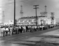 Longshore workers file into the Wilmington Bowl for a Union meeting and report on negotiations during a strike on Sept. Wilmington California, San Pedro California, Vintage California, Harbor City, Los Angeles Area, Back In Time, Urban Landscape, Long Beach, Old Pictures