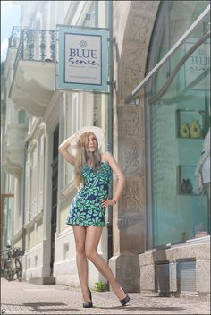 Images Beyond Words, Fashion Book, Fashion, High Fashion, Serge Daniel Knapp, Heidelberg, female model, model, topmodel, outdoor, Heidelberg, dress, summer, city, town, center, long legs, blonde, hat, green, blue, window, flash, priolite, old town, mediterranean, style