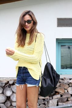 2014 yellow jumper from Zara, shorts Levi's vintage, backpack Rita Rembs, shoes Adidas