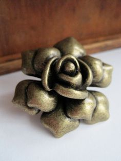 Rose Dresser Drawer Knobs - Decorative Knobs in Brass Metal Roses are a timeless classic, and add a touch of sophistication to any space. Dresser Drawer Knobs, Drawer Pulls And Knobs, Cabinet Knobs, Desk Cabinet, Dresser Desk, Beauty And The Beast Bedroom, Facial Room, Antique Door Knobs, Decorative Knobs