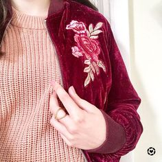 """93 aprecieri, 17 comentarii - Toby (@poshndspicy) pe Instagram: """"I have been living in this velvet bomber jacket lately! It's the perfect transitional piece and…"""""""