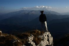 💚 hiking hiker mountains  - new photo at Avopix.com    🆕 https://avopix.com/photo/21717-hiking-hiker-mountains    #mountain #hiking #landscape #hiker #mountains #avopix #free #photos #public #domain