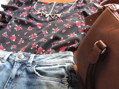 this pin shows one of my favourite outfit that everyone can wear everywhere want. (this foto was taken by me.)   ❀necklace: accessorize. ❀t-shirt: tally weijl.  ❀shorts: bershka. ❀bag: stradivarius.