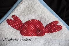Capa de baño artesanal. Regalos personalizados para bebés