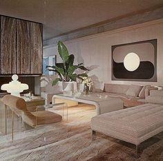 retro home theater decor 70s Home Decor, Art Deco Home, Home Decor Bedroom, 70s Bedroom, 80s Interior Design, 1980s Interior, Décor Boho, Aesthetic Room Decor, Interiores Design