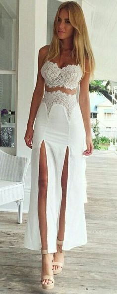 Looking for effortless romance? This Crochet Lace Insert Long Dress is exactly the piece you've been looking for.Discover your fashion style at OASAP with amazing prices!
