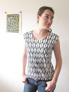 Onyx shirt by Paprika Pattern with an Ikea cotton fabric.