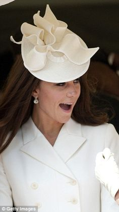 We've seen that somewhere before! Kate wearing the cream Jane Corbett hat at the Order of the Garter in June 2011