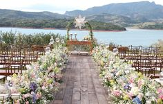 Hard to decide which is more beautiful: the scenery or decoration by Fabio Borgatto and Telma Hayashi ♥.