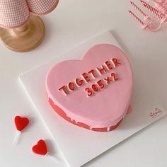 Sweet Cakes, Cute Cakes, Pretty Cakes, Beautiful Cakes, Amazing Cakes, Pretty Birthday Cakes, Funny Birthday Cakes, Korean Cake, Milk Shakes
