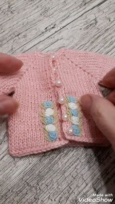 Doll clothes - Outfit Paola Reina clothes for dolls Informations About Doll clothes Pin You can easily use my profi - Barbie Knitting Patterns, Knitting Dolls Clothes, Crochet Clothes, Crochet Patterns, Free Knitting, Baby Knitting, Pull Bebe, Diy Crafts Crochet, Baby Pullover
