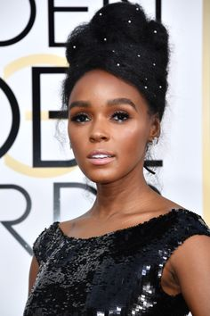 The Best Beauty Looks from the 2017 Golden Globes Janelle Monáe looked amazing! Monáe, who has been extra creative with her hair accessories as of late, went for another adorned look by decorating her elegant updo with small pearls. She added extra iridescence to her look with geometric dashes of silver on the lower lids.