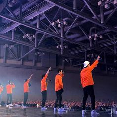 🍊[2017 SHINHWA LIVE UNCHANGING TOUR IN 부산!] 갑자기 부산 벡스코에 찾아온 강추위! 신화랑 부산 오뤤지의 뜨끈뜨끈 열기로 훅!날려버렸다아이가- 부산 역시 솨라있네~ 그리고 미리 벌쓰데이 에릭♪을 함께해 주셔서 감사합니다! 이제 다음번은 대구에서 만나제이~#신화#SHINHWA#2017SHINHWALIVE#UnchangingInBusan#부산#Busan#벡스코#Bexco#신화13집#SHINHWA13th#TOUCH#FutureBass #ERIC#MINWOO#DONGWAN#HYESUNG#JUNJIN#ANDY#에릭#민우#동완#혜성#전진#앤디#SHINHWACOMPANY#신화창조#우리는신화입니다 #SHINHWACHANGJO#UNCHANGINGSHINHWACHANGJO#신화산