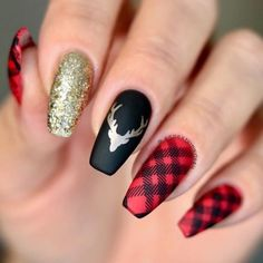 32 Holiday Nail Art Ideas To Get You Into The Christmas Spirit - Nails(: 32 Holiday Nail Art Ideas To Get You Into The Christmas Spirit 5 – Christmas Nail Art Ideas Chistmas Nails, Cute Christmas Nails, Xmas Nails, Winter Christmas, Tree Nails, Christmas Manicure, Christmas Makeup, Elegant Christmas, Plaid Christmas