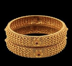 Temple jewellery bangles are the most stunning accessories a woman can carry along with flaunting her feminism, glory and elegance. Le us look Into 9 best temple bangles designs. Gold Ring Designs, Gold Bangles Design, Gold Earrings Designs, Gold Jewellery Design, Gold Jewelry Simple, Temple Jewellery, Gold Kangan, Silver Bracelets, Gold Necklace