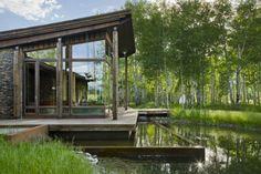 EHA Family Trust Residence  ,uma residencia em meio de um lago.