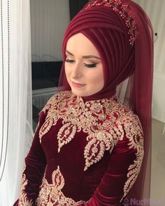 Gelinlere Kolaylık Hazır There are different rumors about the real history of the wedding dress; tesettür First Narration; Hijabi Wedding, Wedding Hijab Styles, Muslimah Wedding Dress, Hijab Wedding Dresses, Bridal Hijab, Hijab Bride, Hijab Makeup, Hijab Style Tutorial, Simple Hijab