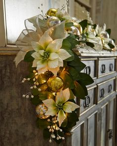 Magnificent Green And White Christmas Decorating Ideas.