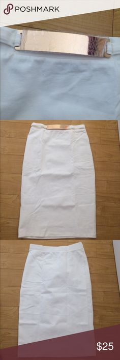 Pensil skirt White skirt with a rose gold belt. Very stretchy and comfortable 10/10 condition never worn. Skirts Pencil