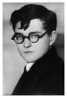 ШОСТАКОВИЧ Дмитрий Дмитриевич, Дмитрий Шостакович шутил, что теперь живет в Санкт-Ленинбурге.