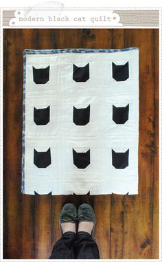 Love this black-cat quilt for Halloween.  I confess, I'd like it even more with a fabulous lime green or orange binding, but I recognize that's not everyone's cup of tea.