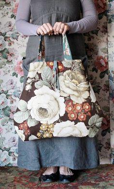 Pretty Floral Hand Made Bag Made with Vintage Sanderson Fabric - PIA Handmade Purses, Handmade Handbags, Sanderson Fabric, Diy Sac, Boho Bags, Linen Bag, Motif Floral, Fabric Bags, Beautiful Bags