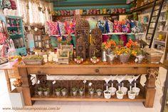 Agora que pelo jeito o outono vai ficar com cara de outono mesmo, preparamos a loja de um jeitinho bem aconchegante pra receber vocês!Venham!!! Serão muito bem vindos!!!Foto: UV Studio
