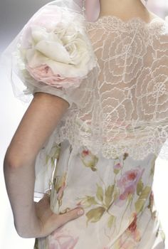 Valentino  #lace #fashion #details