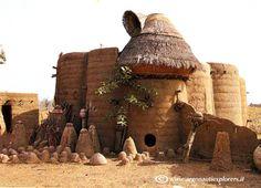 Benin - Case Tatasomba. FOTO de Lella Palumbo Traditional Homes, West Africa, Ghana, Habitats, Homestead, Sticks, Architecture Design, Houses, Culture