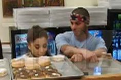 Security Cam Caught Ariana Grande Licking Other People's Donuts in Donut Shop Donut Shop, Doughnuts, Other People, Ariana Grande, Cool Pictures, Shopping, Security Camera, Entertainment, News