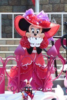 Minnie! Tokyo Disneyland  by (nagi), via Flickr