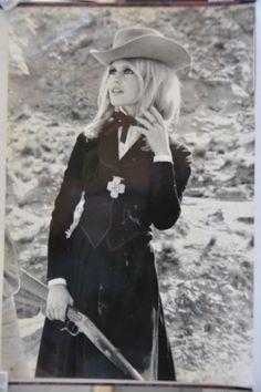 Brigitte Bardot et S. Connery 1968 Tournage du film SHALAKO 20x 30 cm | eBay Brigitte Bardot, Bridget Bardot, Bb Style, Cool Style, Hollywood Fashion, Hollywood Actresses, Blonde Actresses, Divas, Elisha Cuthbert