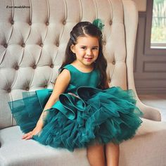 Hunter Ball Gown Flower Girl Dresses For Wedding Jewel Toddler Pageant Gowns With Bow Tiered Skirt Satin Kids Prom Party Dress Knee Length, Cheap Flower Girl Dresses, Nice Dresses, Flower Girls, Girls Dresses, Party Gowns, Wedding Party Dresses, Toddler Pageant, Première Communion, Bow Shorts