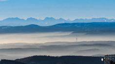 Blick vom Hochblauen in Richtung St. Chrischona und Berner Alpen.