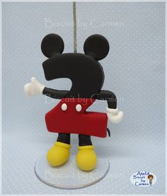"83 Me gusta, 1 comentarios - Carmen Lúcia Jesus (@biscuitbycarmen) en Instagram: ""Vela para Topo de bolo, Mickey  #biscuitbycarmen #biscuit #porcelanafria #porcelaincold…"" Lucca, Minnie Mouse, Disney Characters, Instagram, Candles, Cold Porcelain, Mini Mouse, Disney Face Characters"