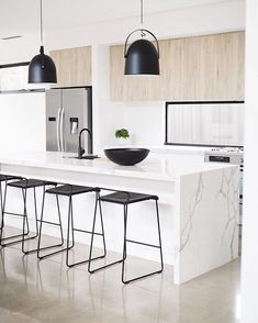 Light wood kitchen cupboards islands 59 Ideas for 2019 Light Wood Kitchens, Black Kitchens, Home Kitchens, Kitchen Black, Home Decor Kitchen, Kitchen Living, New Kitchen, Kitchen Wood, Kitchen Modern