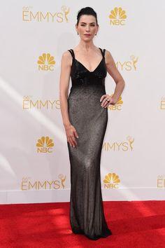 Pin for Later: Voilà ce Que Les Stars Ont Porté aux Emmy Awards Julianna Margulies Impossible de passer à côté de Julianna Margulies dans cette robe noire incrustée de cristaux signée Narciso Rodriguez.