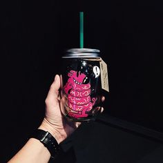 To celebrate the nationwide launch of Cold Brew, we invited California pop artist Steven Harrington to create 60 hand-painted mason jars. The exclusive collection mirrors the small batch of Cold Brew crafted for each Starbucks store each day. Thank you to @twelveofour for sharing this photo of her mason jar!